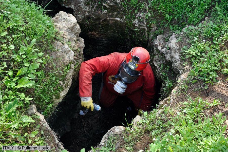 European cavers in a joint effort