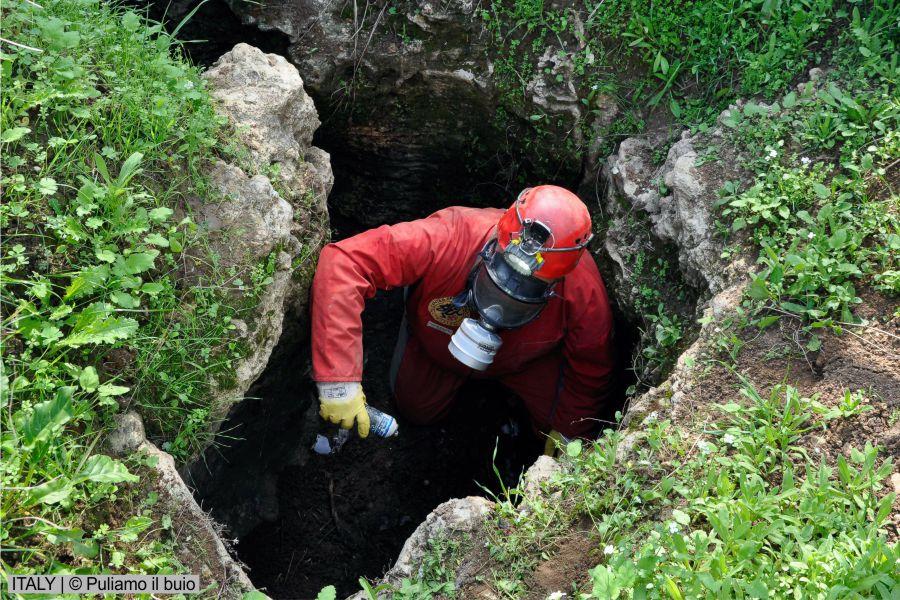 European cavers in a joint effort